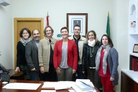 La delegada de Fomento, la alcaldesa y concejales del equipo de gobierno.