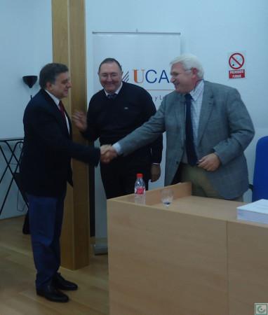 Antonio Morales Benírez, felicitado por el presidente del tribunal, José Leonardo Ruiz Sánchez.