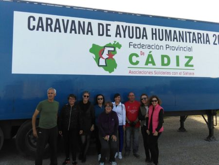 Participantes en el cargamento de la caravana de ayuda humanitaria de la federación provincial gaditana de asociaciones de solidaridad con el pueblo saharaui.