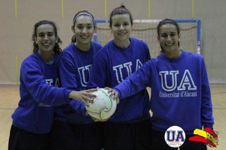 Las jugadoras ubriqueñas, con otras compañeras (Foto: Universidad de Alicante).