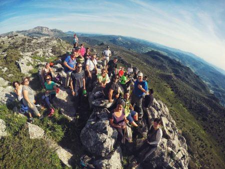 Participantes en la subida al Pico del Gamón (Foto: Luis de Francisco Camargo).