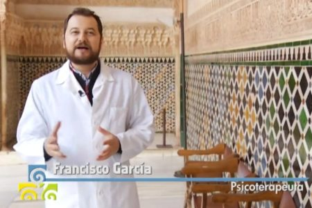 El psicoterapeuta Francisco García Moreno, durante su intervención en 'Salud al día', en la Alhambra.
