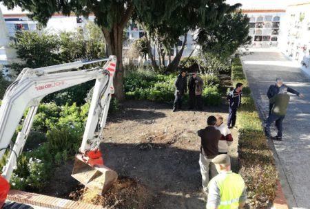 Inicio de los trabajos en la fosa común del cementerio de Medina Sidonia.