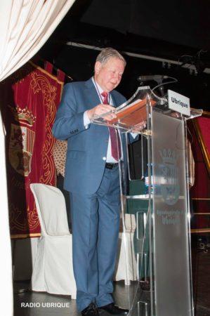 El Hijo Predilecto de la Villa, durante su discurso (Foto: Radio Ubrique).