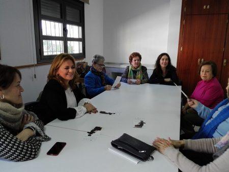 La diputada provincial Elena Amaya, con las participantes en la actividad.