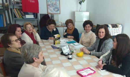 La diputada provincial Isabel Moya, con integrantes de la asociación Preformación 94.