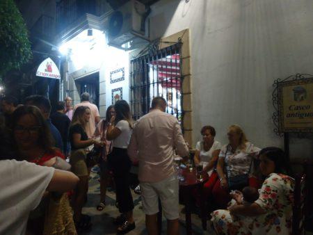 Asistentes a la inauguración de la nueva sede de la Peña Sevillista de Ubrique, en la Pilita de Abajo.