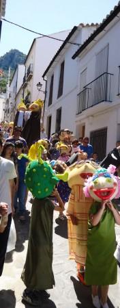 Gigantes y cabezudos, por la calle Los Solanos