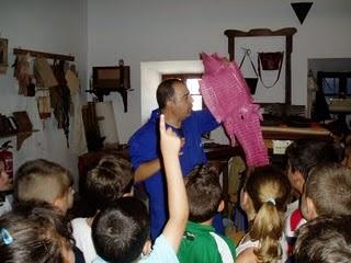 Paco Solano, durante su explicación a los alumnos del colegio Fernando Gavilán
