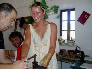 Concursantes de 'Andalucía a hierro', en el Museo de la Piel