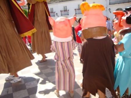 Cabezudos, al comienzo del pasacalle (Foto: Merci).