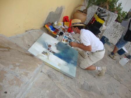 Participante en el concurso de pintura rápida al aire libre, en el casco antiguo.