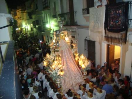 La procesión, por la calle Botica.