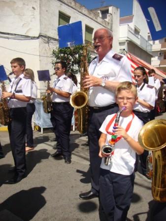 La Agrupación Musical Ubriqueña interpreta un pasodoble en la plaza de la Estrella.