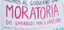 Pancarta por la moratoria en los embargos.