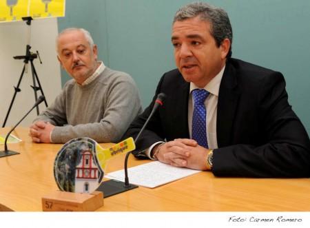El diputado de Deportes y el alcalde de Ubrique, en la presentación del Campeonato de Tenis de Mesa.