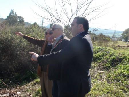 El alcalde, Manuel Toro, con el diputado Romero y el senador Ruiz.