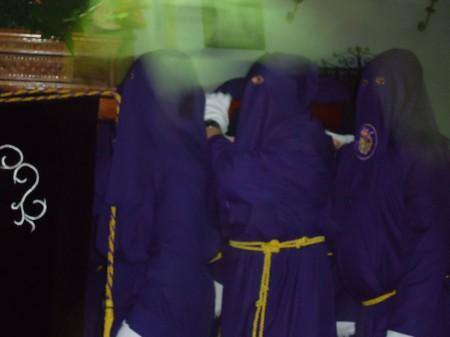 Nazarenos, con el paso del Cristo Yacente.