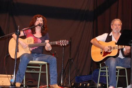 La Buena Mujer, durante su actuación en Ubrique.