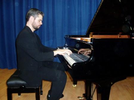 Gregorio Benítez Suárez, al piano (Foto: Paco Solano).