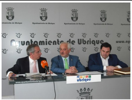 El subdelagado del Gobierno, con el alcalde de Ubrique (Foto: www.ayuntamientoubrique.es)