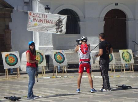 Prueba de tiro en la Plaza del Ayuntamiento.