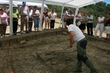 Explicación de los trabajos arqueológicos desarrollados hasta el momento en la segunda fosa del Marrufo.