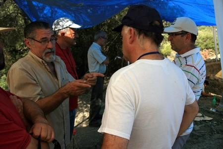 El coordinador local de IU, José García Solano, durante la visita al Marrufo.