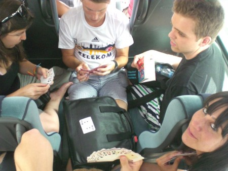 Cartas en el bus.
