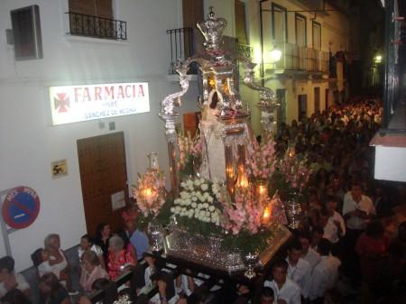 Procesión de la Virgen de los Remedios por el casco antiguo.