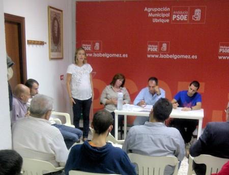 Isabel Gómez se dirige a los militantes.