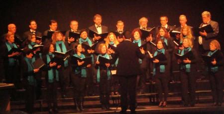 La Coral de la Escuela Municipal de Música de Ubrique, en el escenario del Teatro Florida de Algeciras.