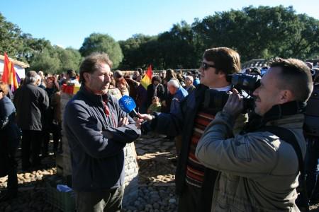 Andres Rebolledo, entrevistado por los periodistas.