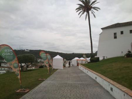 El mercado instalado en el exterior del Convento, sin afluencia de público.