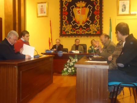Juan de Molina, durante la lectura de su poesía, junto con los demás premiados.