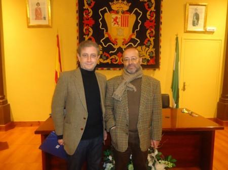 El patrocinador del concurso, Ramón Pérez Trujillo, junto al ganador, Juan de Molina.