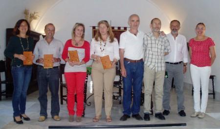 El organizador, José Antonio Jiménez, con algunos de los premiados y miembros del jurado.