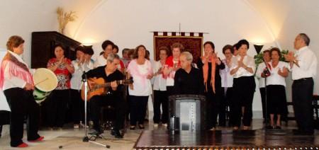 Actuación del coro del Hogar del Pensionista.