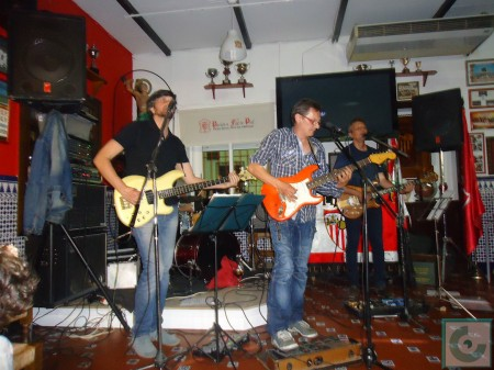 The Strikers, en la Peña Sevillista.