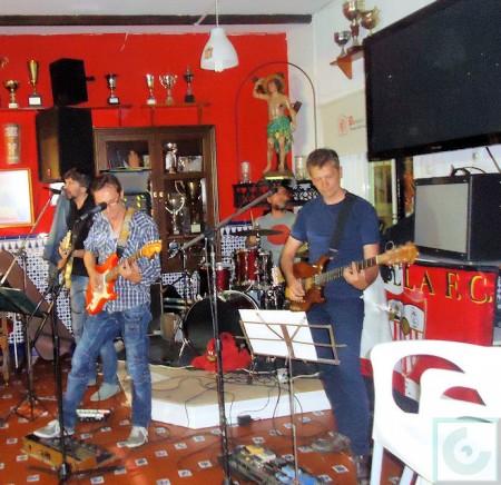 The Strikers: Antonio Borrego (bajo y voz), Manuel Lería (guitarra), Pepe Borrego (guitarra) y Marcos Gamero (batería).
