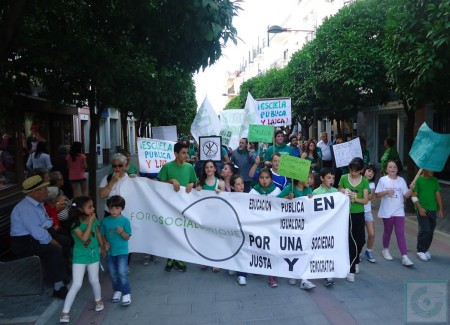 La manifestación, por la avenida de España.
