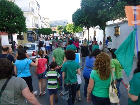 Los manifestantes, a la altura del colgio Víctor de la Serna.