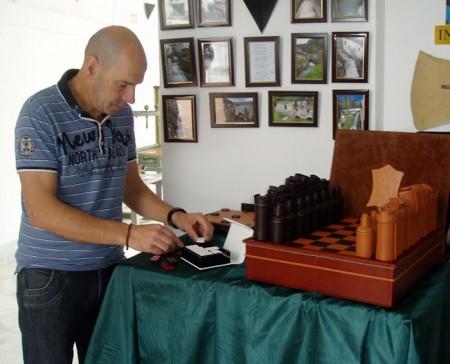 Juan Torres Vázquez, con su ajedrez.