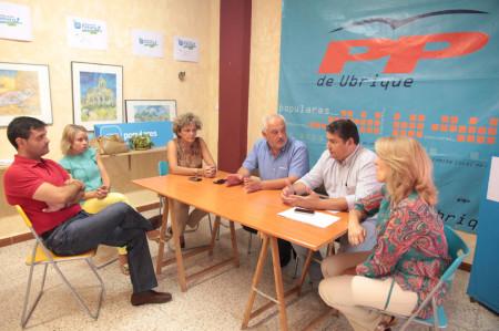 Antonio Sanz, con el alcalde, Manuel Toro, y otros ediles del PP.