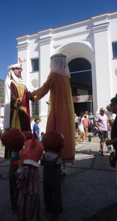 Baile de gigantes, ante la ermita de San Juan.