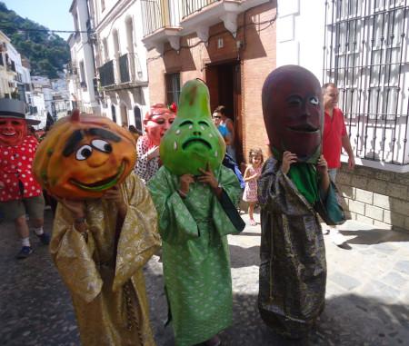 El desfile, por la calle Real.