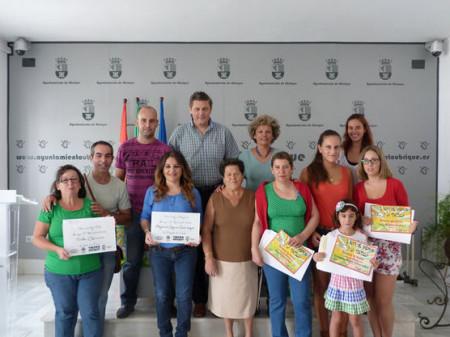 Las personas premiadas, con la concejal de Comercio, Pepi Gloria Pérez, y el presidente de la ACU, Andrés Morales.