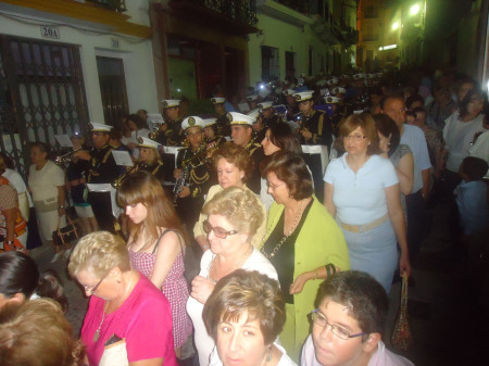 La procesión, por la calle del Agua.