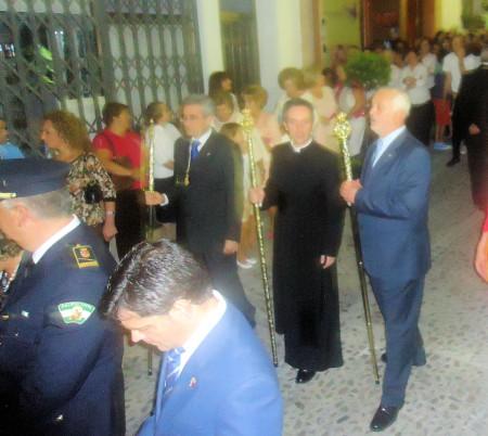 El párroco, Roberto Romero, y el alcalde, Manuel Toro.