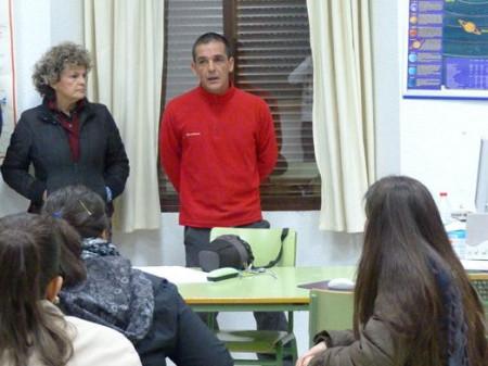 La concejal Pepi Gloria Pérez y el director del taller de empleo, Luis Igleisas García.
